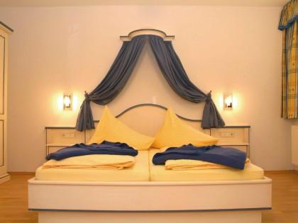Hotelzimmer als Sonderanfertigung in Fichte massiv