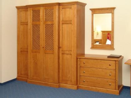 Kleider-Einbauschrank mit Wäschekommode und Wandspiegel für Hotelzimmer