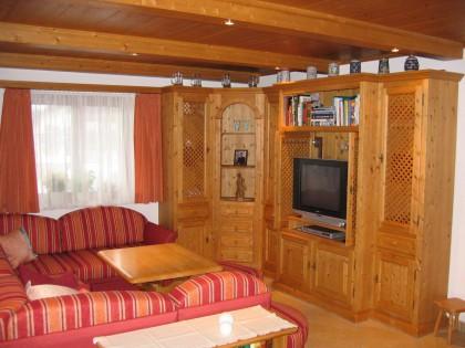 Wohnzimmer KIRCHBACH in Fichte massiv, gebeizt und lackiert