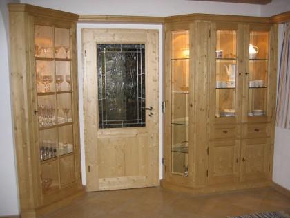 Vitrinenschränke eingebaut im Esszimmerbereich