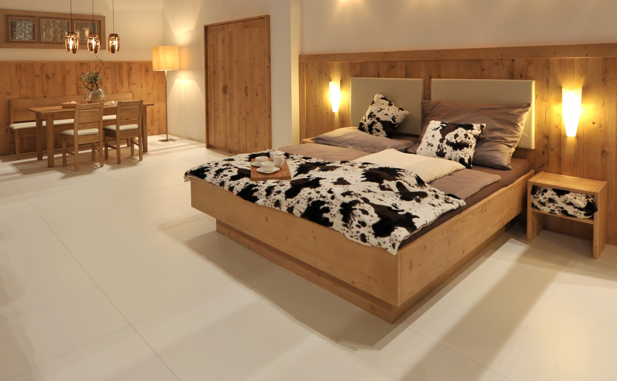 hotelzimmer k ssen aus massivem altholz gewachst m bel. Black Bedroom Furniture Sets. Home Design Ideas
