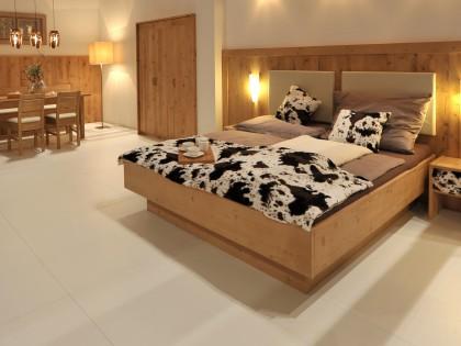 Hotelzimmer KÖSSEN aus massivem Altholz gewachst