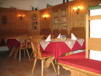 Gastlokal in Fichte massiv mit Wandvertäfelung