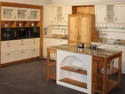 Küche CARNIA mit freistehenden Küchenblöcken