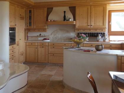 Küche TAUERN in Fichte massiv, gebeizt und lackiert