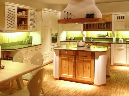 Einbauküche TIROL aus echtem Altholz mit Kochinsel