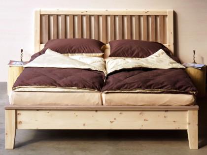 Doppelbett mit Sprossen-Kopfteil