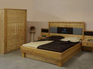 Angebot August: Schlafzimmer in Altholz zum Angebotspreis von € 9.558.-