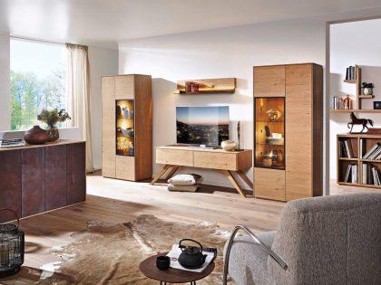 Korpusmöbel in verschiedenen Ausführungen und Holzarten möglich! Türen der Anrichte in Metalleffekt lackiert