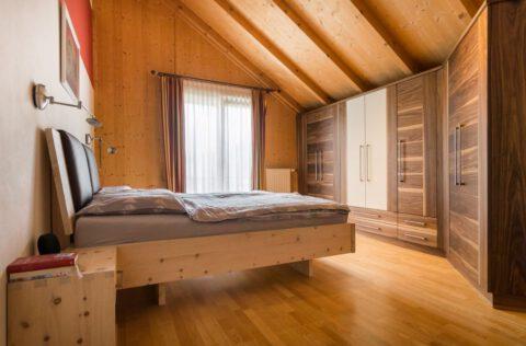 Schlafzimmer Zirbe- Nuss