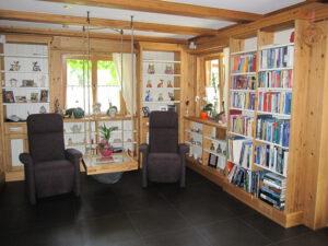 Lese-Ecke im Wohnzimmerbereich